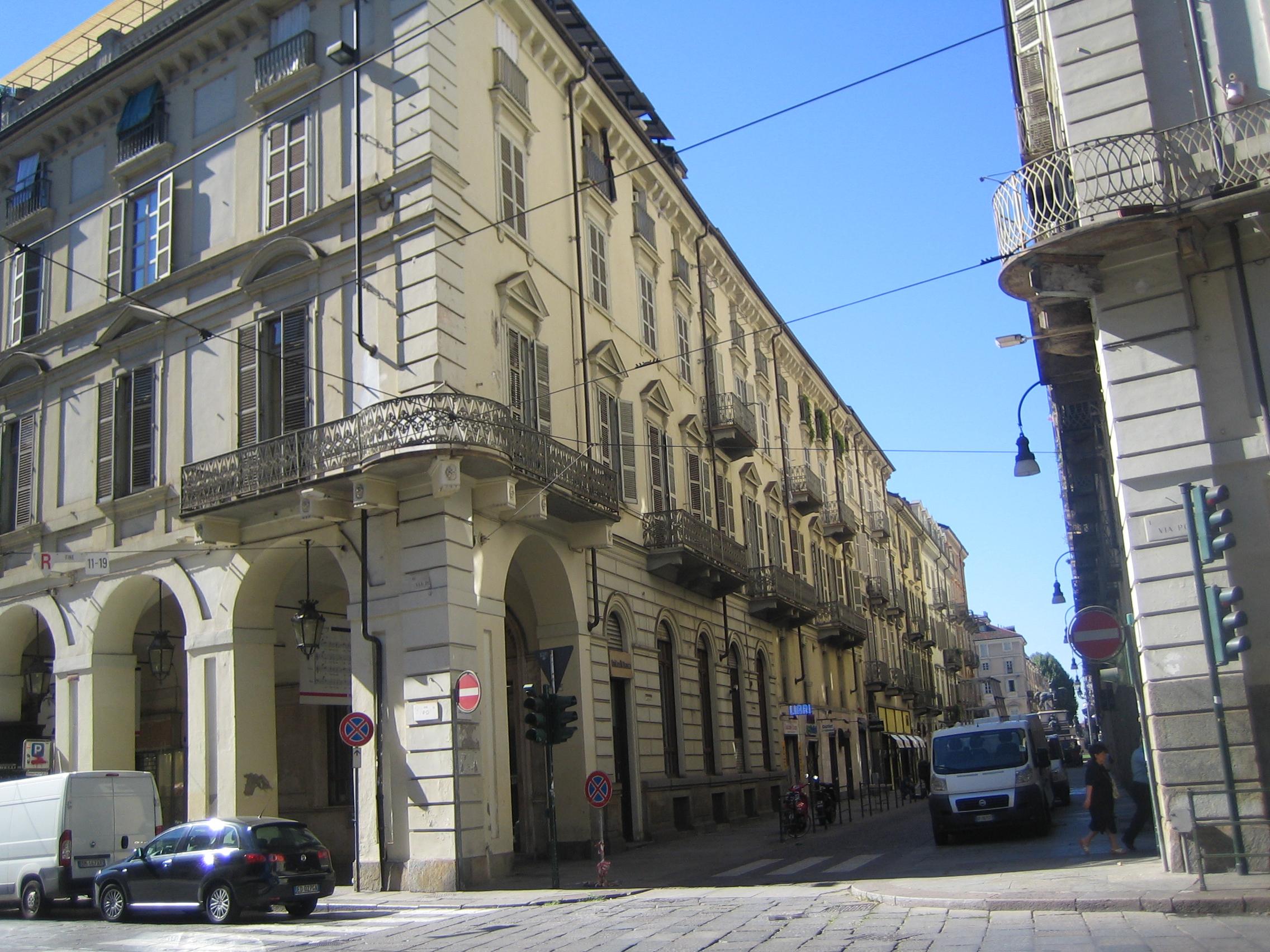 Centro Via Po  adiacente Piazza Castello