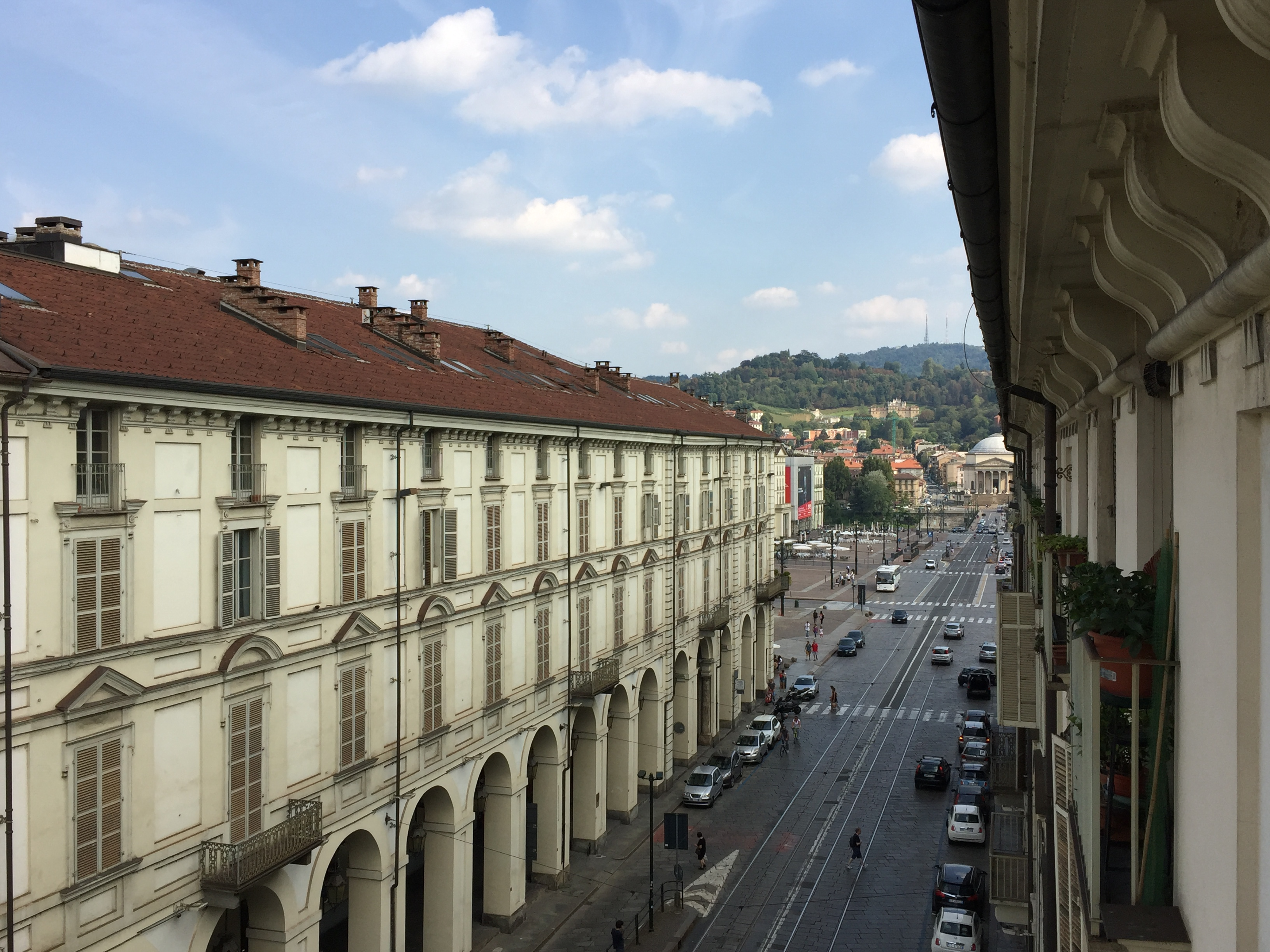 Nice Flat with 3 bedrooms in the city center in Via Po