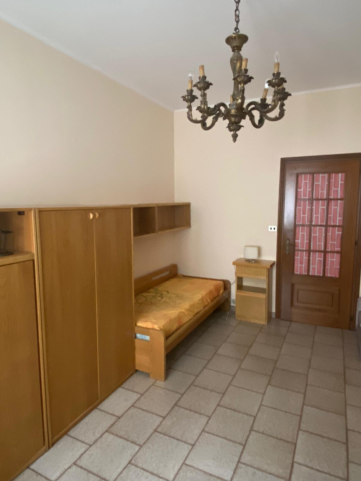 stanza ammobiliata